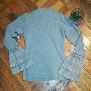 Cute sweater in gray